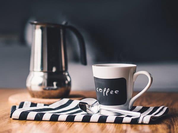 Kaffee-unterwegs-plastikfrei-trinken-Lebensmittel ohne Plastik für unterwegs
