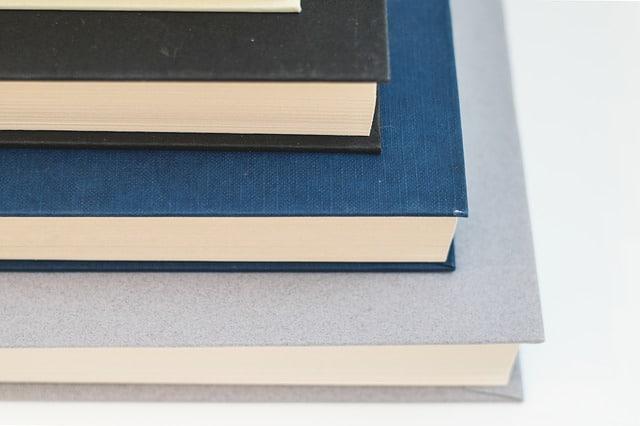 Minimalismus leben mit wenig Dingen glücklich Bücher ausmisten Marie Kondo Magic Cleaning Blog Minimalismus Definition