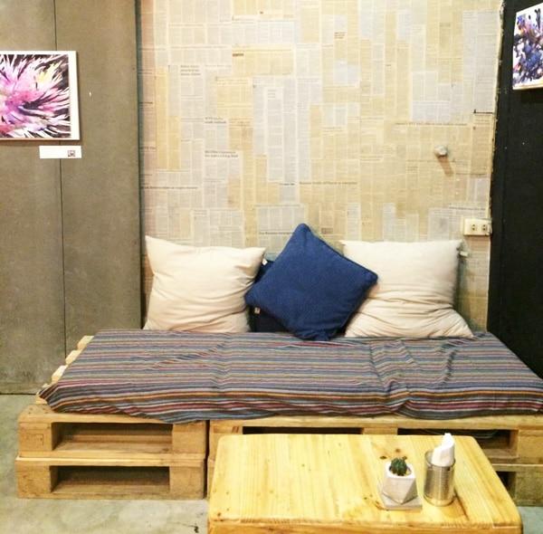 Bett aus Paletten selber bauen - Auch ein Sofa ist aus Europaletten möglich