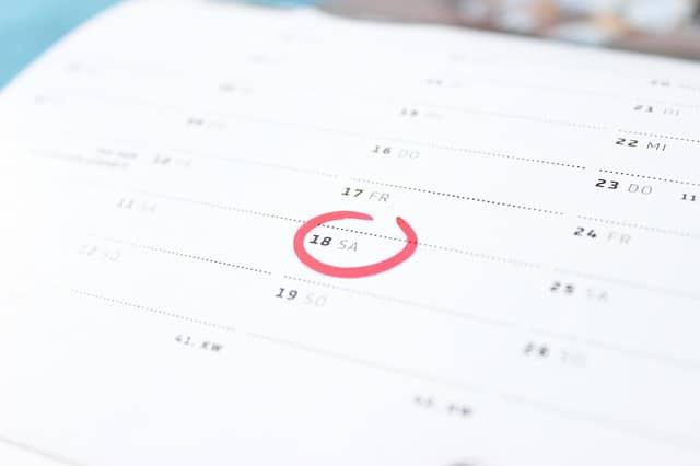 Wohnung Entrümpeln und Seele aufräumen Tipps und Tricks Uhr Terminkalender.jpg