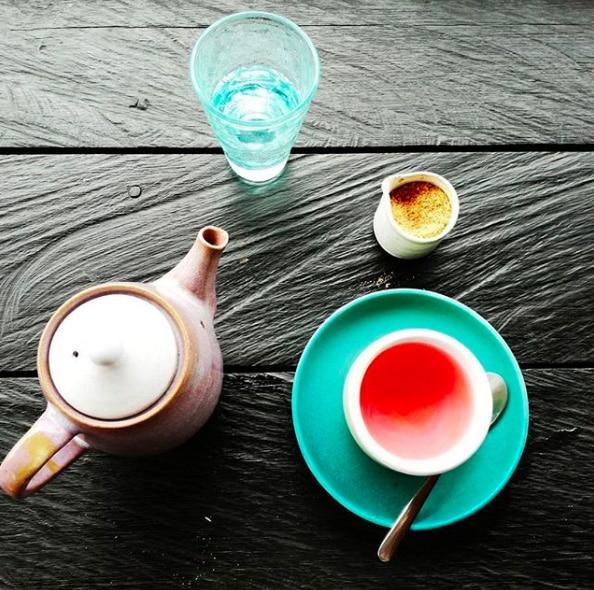Minimalismus in der Küche - Tee Teller Besteck Minimalistisch Leben