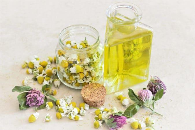 Natürliche Hautpflege mit Natur Ölen für das Gesicht ohne Chemie