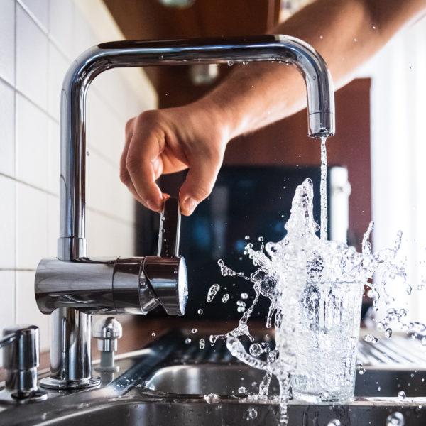 Müllvermeidung Weniger Müll - Leitungswasser trinken statt PET Plastik Flaschen