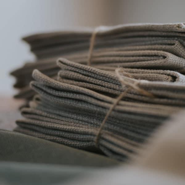 Tücher zum Verpacken von Geschenke Nachhaltige Verpackung für Weihnachten minimalistisch